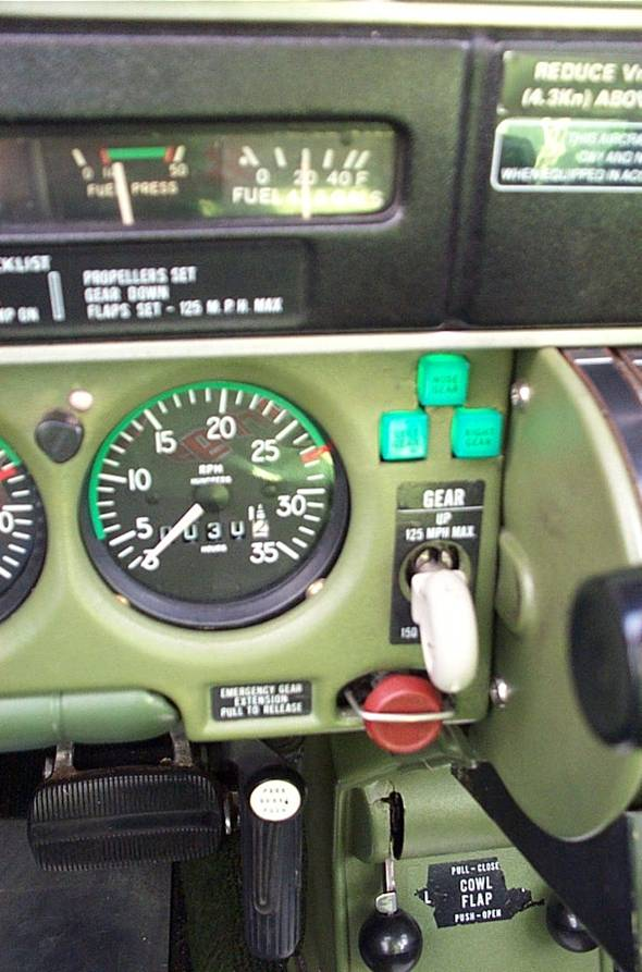Seneca Landing Gear Controls. Langley Flying School.