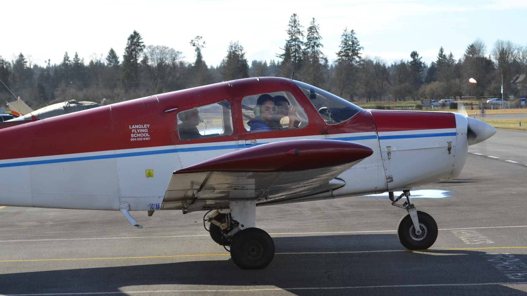Langley Flying School's Piper Cherokee FKKF
